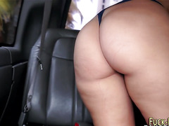 Teen amateur shows booty