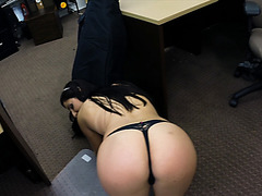 Sexy Brazilian satisfies pawnshop owner and receives cash