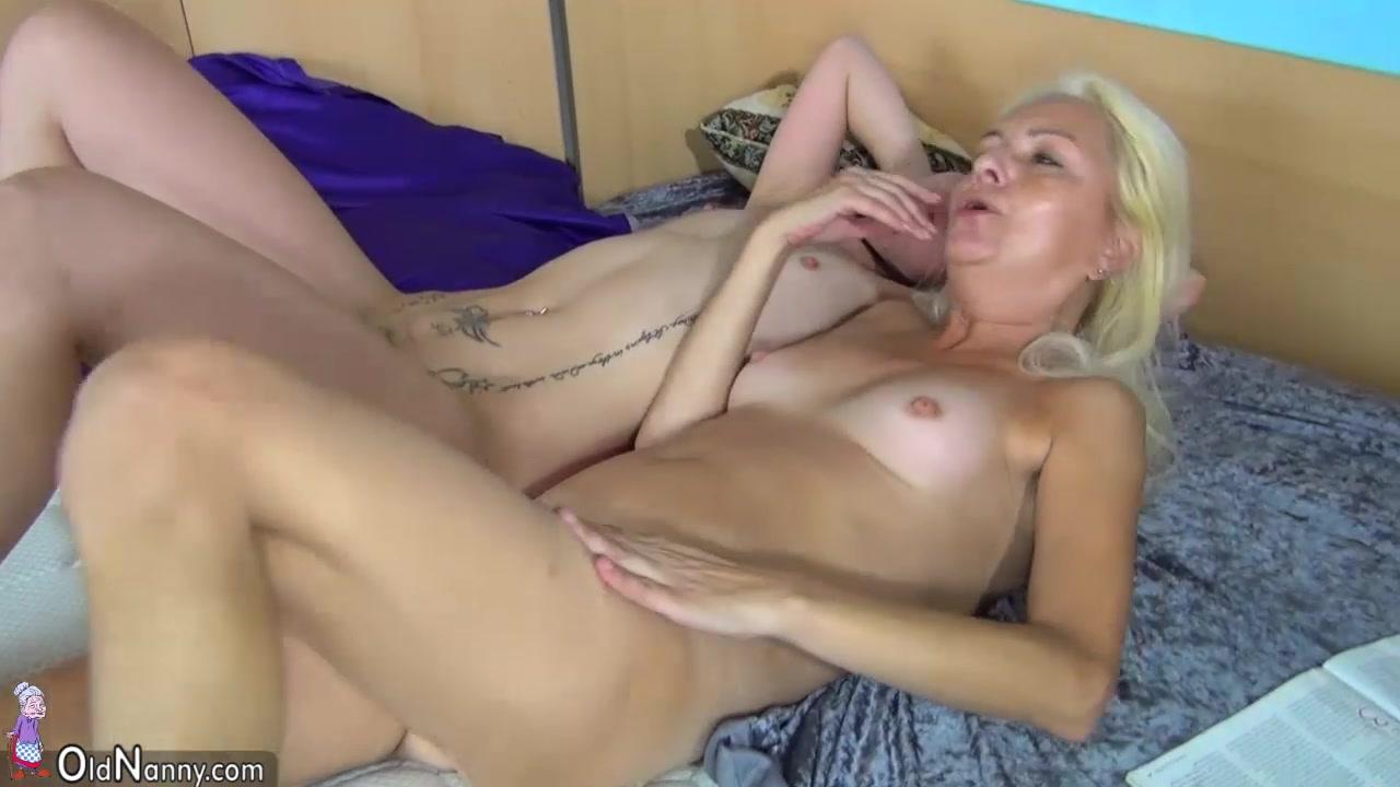 Masturbating lesbian pussylicked by sexy dyke 10